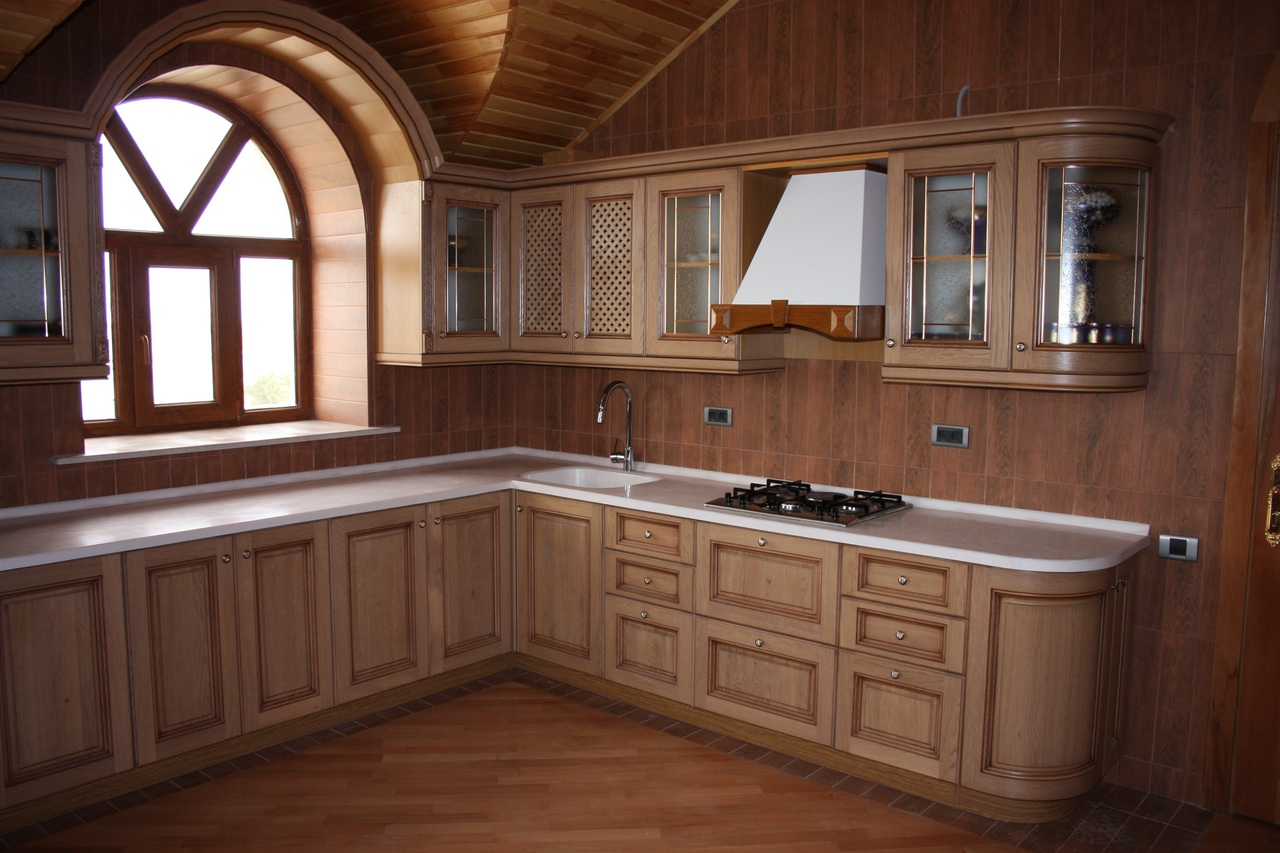 для кухни в деревянном доме массив фото можно