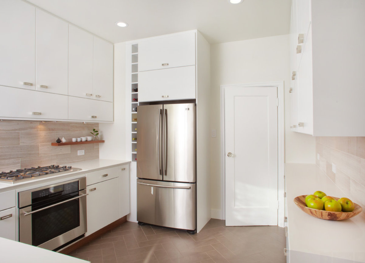 кухни с невстроенным холодильником фото крайней мере